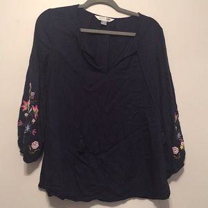 NWOT FLORAL STITCHED PEASANT TOP SIZE S